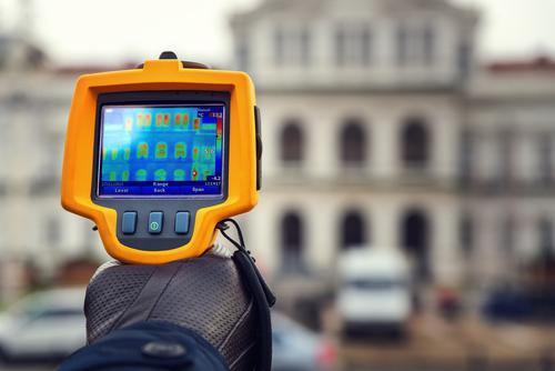 Bilde av thermo kamera som viser en trykktest i et hus - Tetthetskontroll - Takstmann Jan Ove Røvang